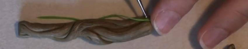 Des boudins très fins pour les lianes - Tuto Fimo Bébé Groot
