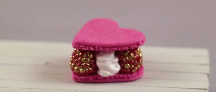 Tuto Fimo coeur Macaron Framboises (St Valentin) – Faire un coeur Macaron Framboises en pâte Fimo
